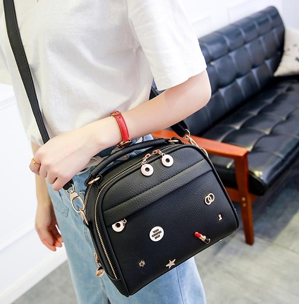 กระเป๋าถือ Maple (black)