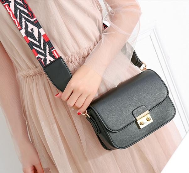 กระเป๋าสะพายข้าง mini function black