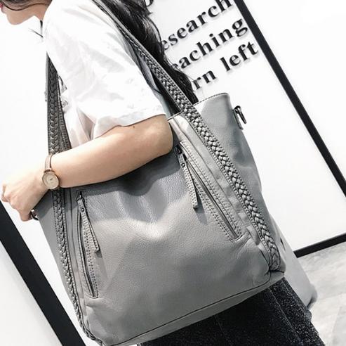 กระเป๋าสะพายข้างใบใหญ่ Two way leather grey