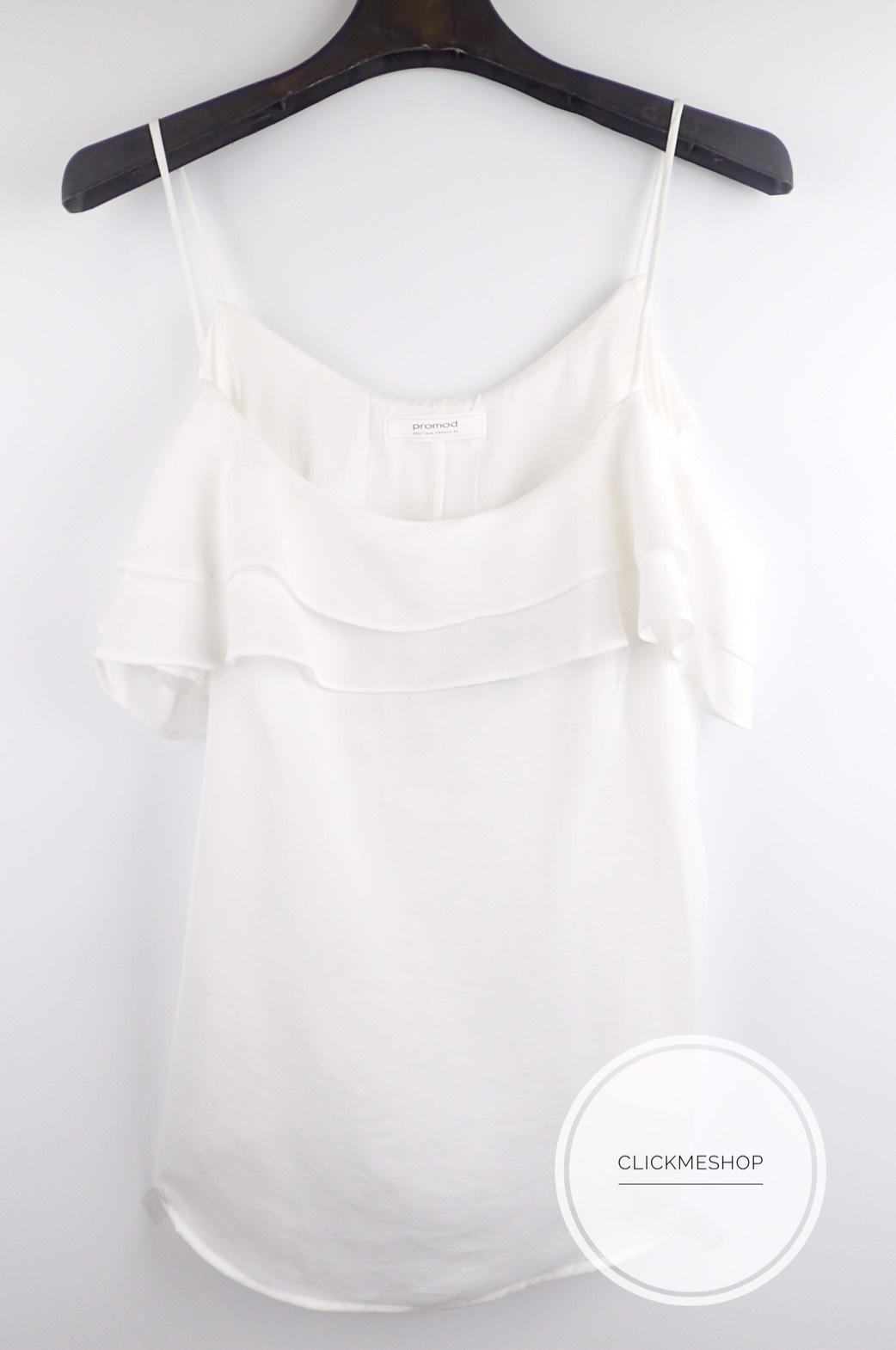 (ไซส์ L หน้าอก 40-42 นิ้ว ) เสื้อสายเดี่ยวเปิดไหล่ สีขาว ยี่ห้อ Promod ระบายอก