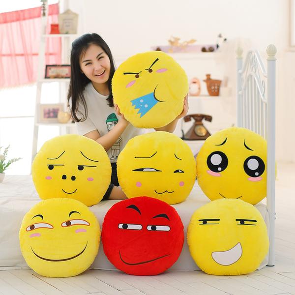 หมอนผ้าห่มลาย emoji หลากหลายสไตล์
