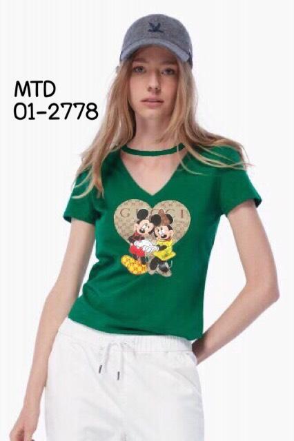 เสื้อยืดแฟชั่นสีเขียว