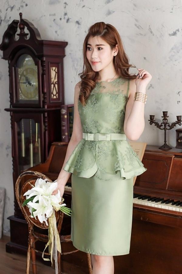 ชุดไปงานแต่งงาน ชุดไปงานแต่งสีเขียว ผ้าไหมแขนกุดเอวระบาย แต่งด้วยลูกไม้ออแกนดี้อย่างดี (แถมเข็มขัดโบว์)