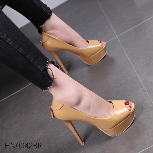 Pre รองเท้าคัทชู ส้นสูง แฟชั่น Hi end งานสวยมาก มีไซด์ 33-39