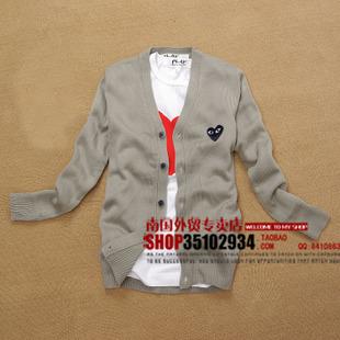 (พร้อมส่ง)เสื้อไหมพรมแขนยาว/Cardigan PLAY คอวี สีเทาหัวใจดำ ไซด์ XL