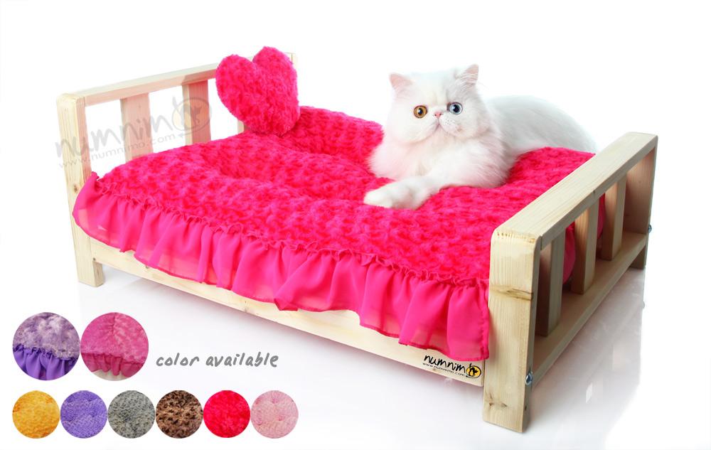 เตียงไม้สุดหรู (เบาะแบบมีระบาย)