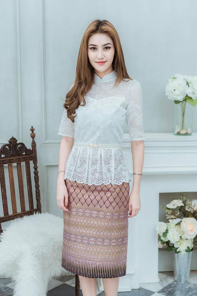 เดรสผ้าไทย(พื้นม่วงพิมพ์ลายทอง/ ลูกไม้ขาว)