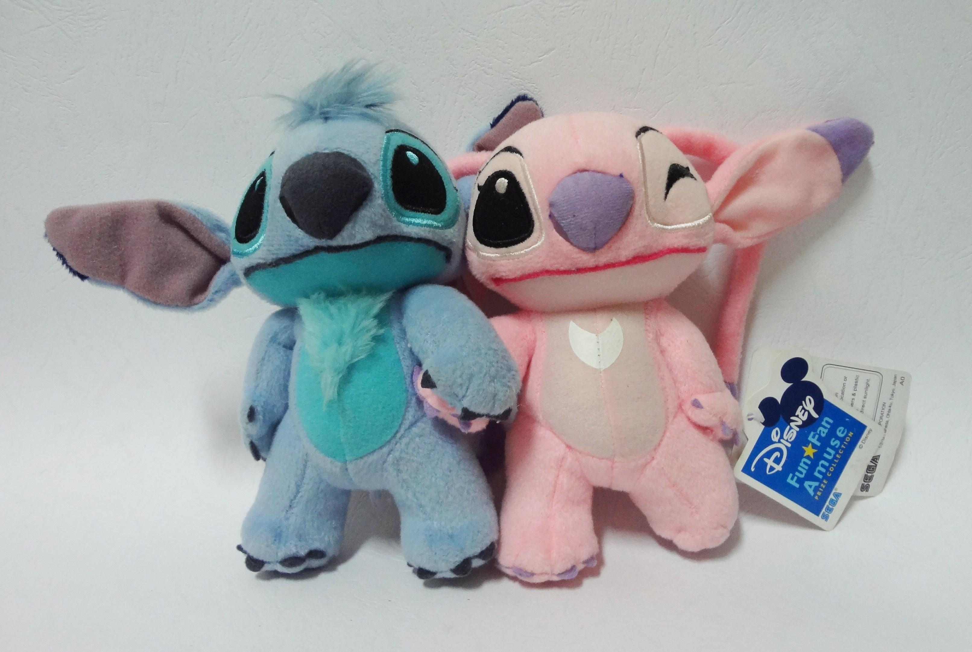 ตุ๊กตา Stitch และ Angel จากเรื่อง Lilo & Stitch