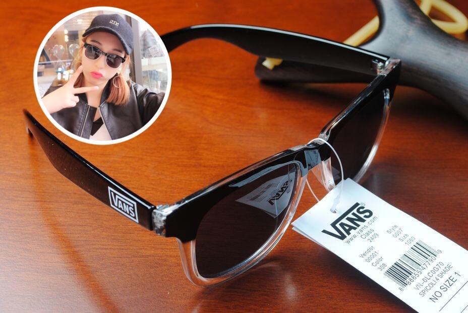 แว่นกันแดด Vans Spicoli 4 Shades Translucent White/Black <ดำ>
