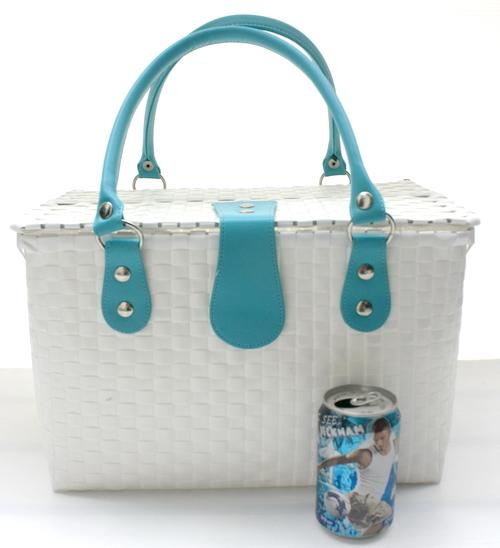 ชิ้นงานดิบ พลาสติกสาน ทำ Decoupage งานเพนท์ กระเป๋าปิ๊กนิค ขนาดใหญ่ สีขาว หูหนังสีฟ้า L