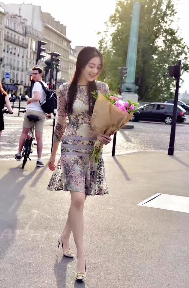 ชุดเดรสเกาหลี พร้อมส่ง เดรสปักลายดอกไม้