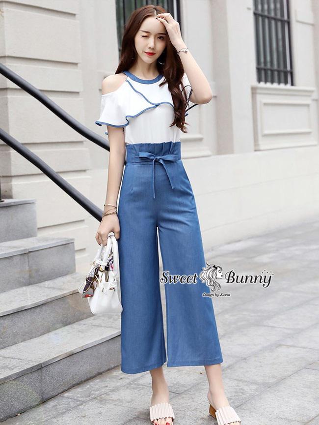 ชุดเซทแฟชั่น ชุดเซ็ทเสื้อ+กางเกงเกาหลี เสื้อผ้าสีขาวเนื้อดีผ้านุ่ม เสื้อทรงเว้าไหล่