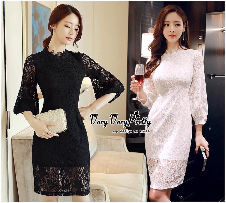 Elegant Floral Lace with Long-sleeves Korea Dress เดรสผ้าลูกไม้ทั้งตัวหรูหรามากค่ะ ทรงคอปิดกลมเพิ่มความสวยด้วยผ้าลูกไม้ลายน่ารักเย็บประดับช่วงลำคอ ตัวแขนเสื้อยาวพองปลายใส่ได้เก๋มากค่ะ ทรงเดรสเข้ารูปปล่อยตรงงานสวยงานดีมีสไตล์ เรียบหรูคลาสสิคไม่ตกเทรนด์ค่ะ