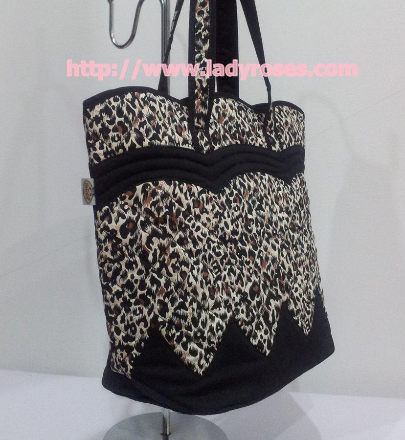 กระเป๋าสะพาย นารายา Size M ผ้าคอตตอน ลายเสือดาว ทรงเปลือกไข่ (กระเป๋านารายา กระเป๋าผ้า NaRaYa กระเป๋าแฟชั่น)