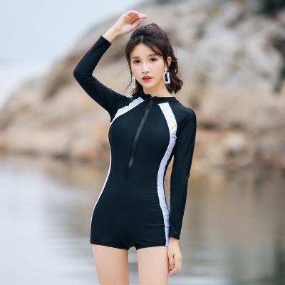 ชุดว่ายน้ำสีดำเกาหลี ชุดแขนยาวแต่งแถบโค้งสลิม เซ็กซี่