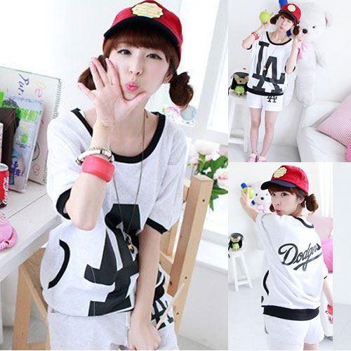++สินค้าพร้อมส่งค่ะ++ ชุด Sport Set เกาหลี เสื้อแขนสั้น แต่งกระเป๋า 2 ข้าง สกรีน LA+กางเกงขาสั้น - สีขาว