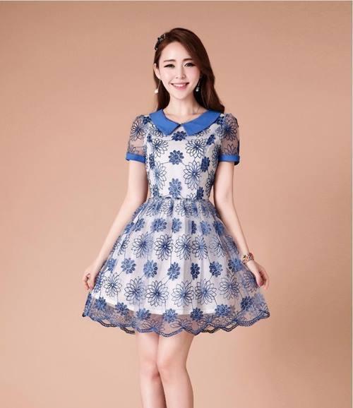 ชุดเดรสสั้น Brand Ztyl ชุดเดรสผ้าแก้วสีขาว ปักด้ายด้ายสีน้ำเงินเป็นลายดอกไม้ ใส่ออกงาน ใส่เที่ยวสวยมากๆครับ (พร้อมส่ง)