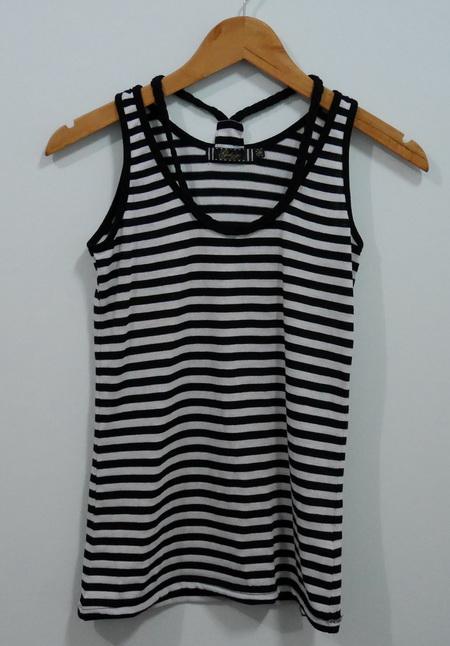 jp4128 เสื้อกล้ามผ้ายืดลายขวาง สีขาวสลับสีดำ รอบอก 33-35 นิ้ว