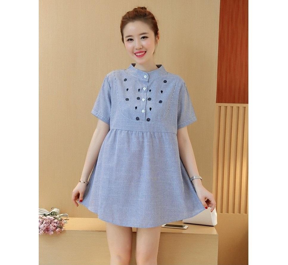 เสื้อคลุมท้องคอจีนสีฟ้าลายเส้นแขนสั้น ปักดอกไม้และใบไม้รูปหัวใจ กระดุมหน้าแกะได้