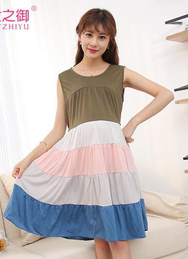Dressกระโปรงผ้ายืด แขนกุด ด้านบนเป็นสีเขี้ยวแก่ ด้านล่างเป็นสีเทาสลับชมพูและฟ้า เนื้อผ้านิ่มใส่สบายมากคะ
