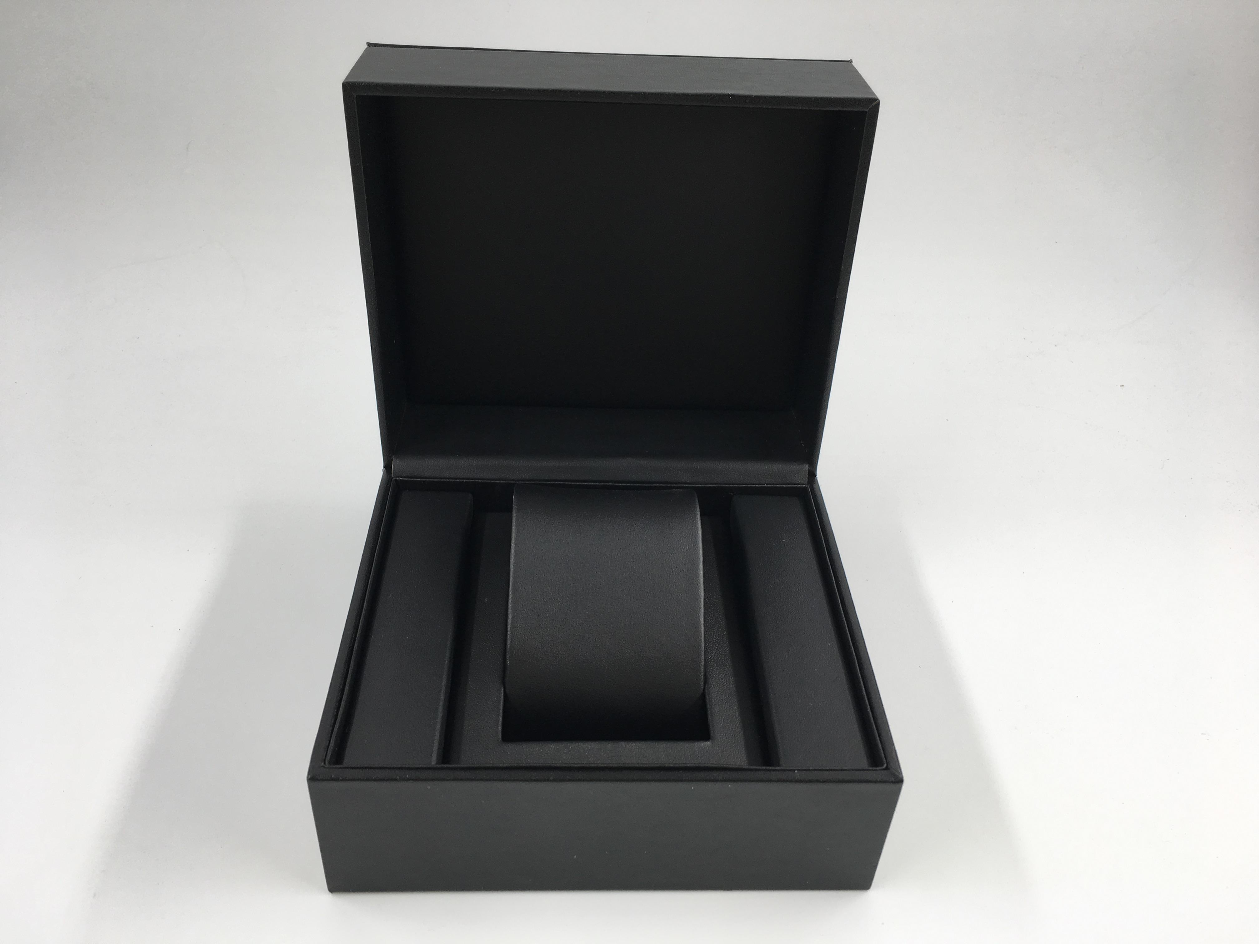 กล่อใสานาฬิกางานงานไม้หุ้มหนัง สีดำ