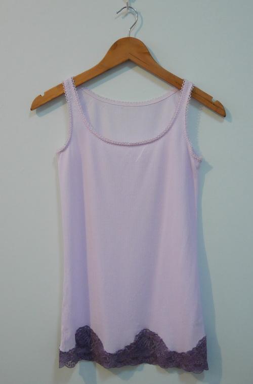 jp3748 เสื้อกล้าม/เสื้อซับใน ผ้ายืดสีม่วงอ่อน แต่งผ้าลูกไม้ รอบอก 32-34 นิ้ว