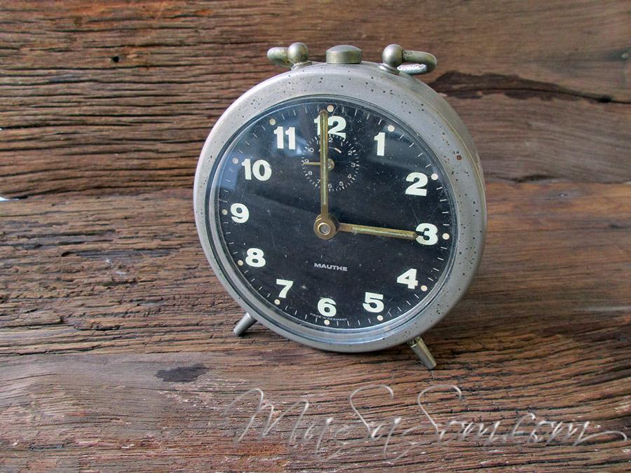 นาฬิกาปลุกแบบไขลาน MAUTHE
