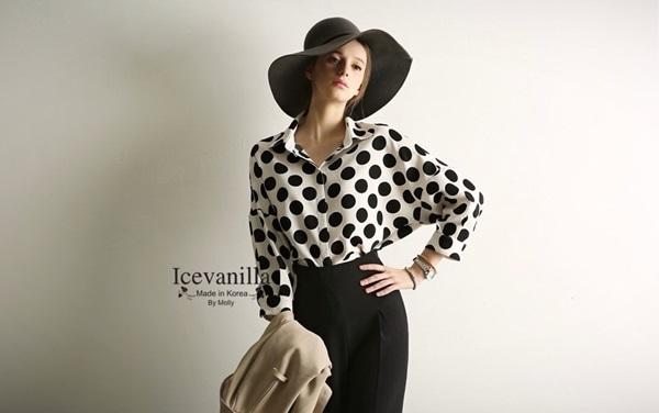 Ice Vanilla Chic Dot Blouse เสื้อเชิ้ตลายจุด ขาวดำ